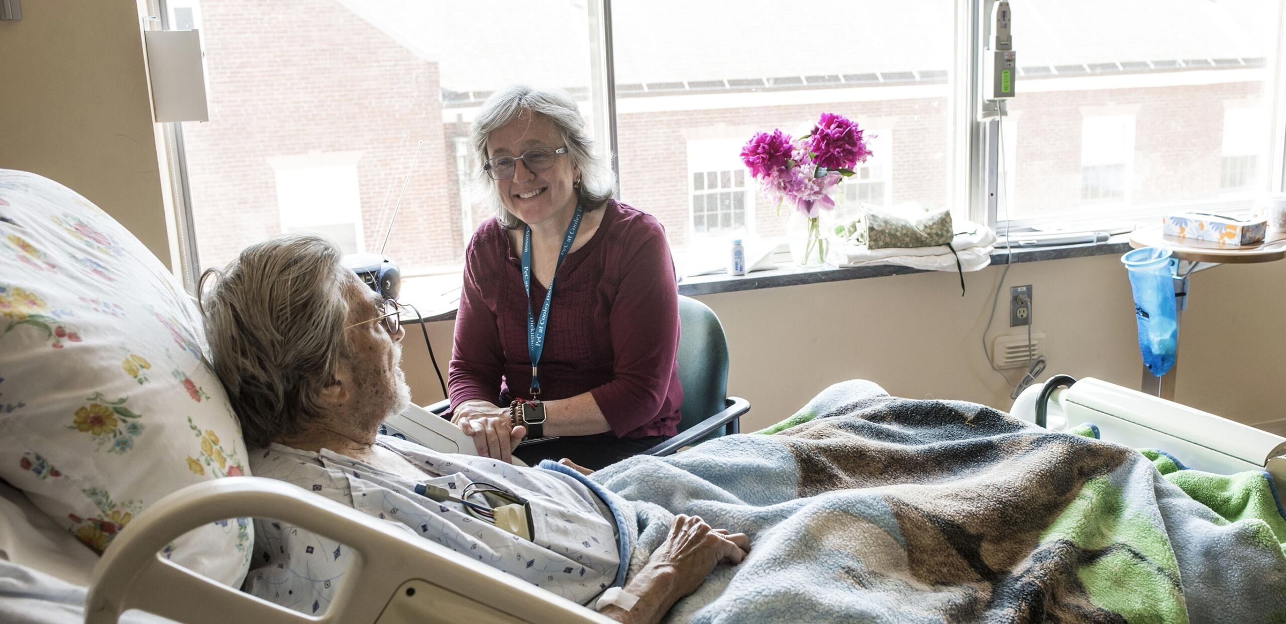 Cooley Dickinson Case Manager talks to an inpatient.
